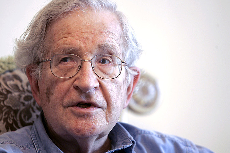 Sob a liderança de Lula, o Brasil se tornou mais respeitado no mundo, avaliou Chomsky