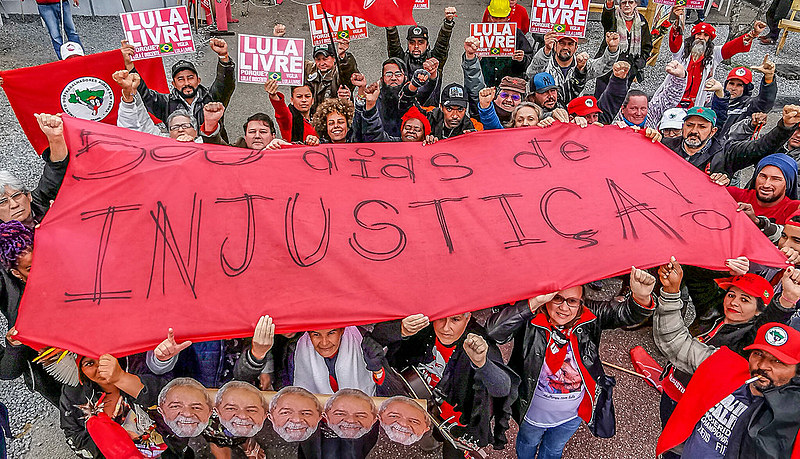"""""""Boa tarde, presidente Lula!"""" na Vigília Lula Livre, em Curitiba, nos 500 dias de luta, resistência e de solidariedade ao ex-presidente Lula"""