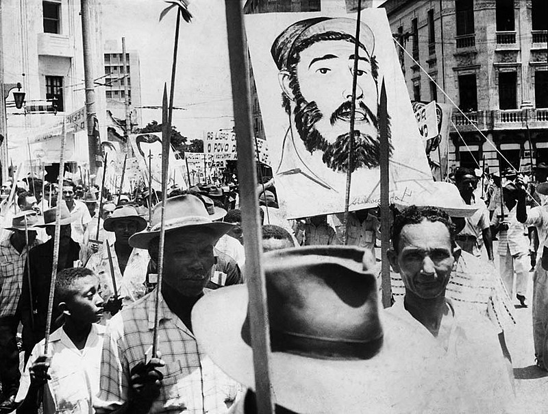 Manifestação da Liga dos Camponeses em 1960 exalta Fidel Castro e a revolução cubana