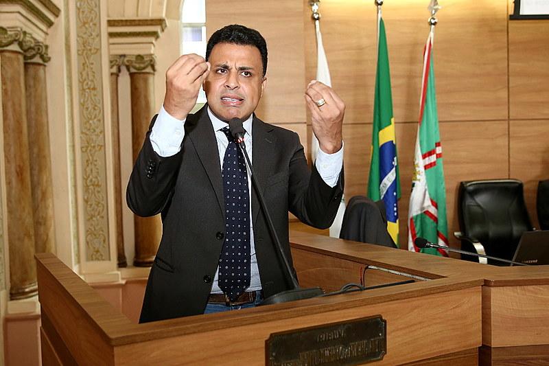 Valdemir Soares (PRB) em discurso na Câmara de Vereadores