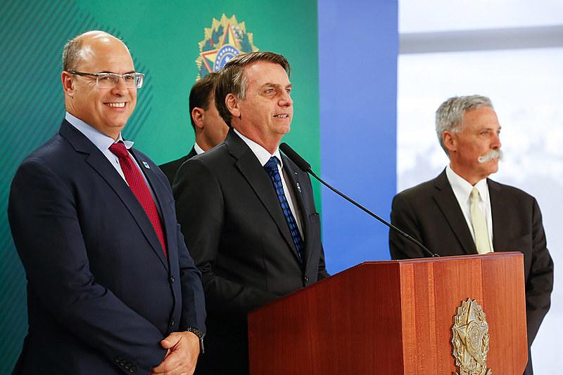 """""""Acabou o amor"""": aliados durante as eleições, Bolsonaro e Witzel agora travam queda de braço que pode prejudicar a economia do estado"""