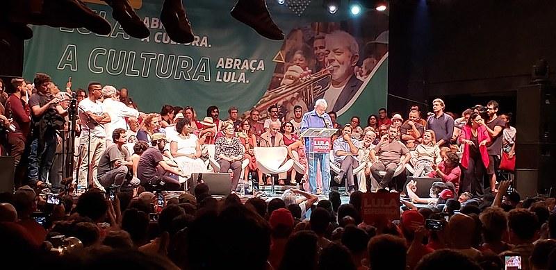 """""""A tentativa de acabar com a cultura é uma vingança de Bolsonaro contra vocês que gritaram 'Ele não'"""", disse Lula"""