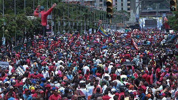 Movimentos sociais e coletivos lotaram a principal artéria do país, no corredor que atravessa o centro da cidade, na avenida Bolívar, na capital venezuelana