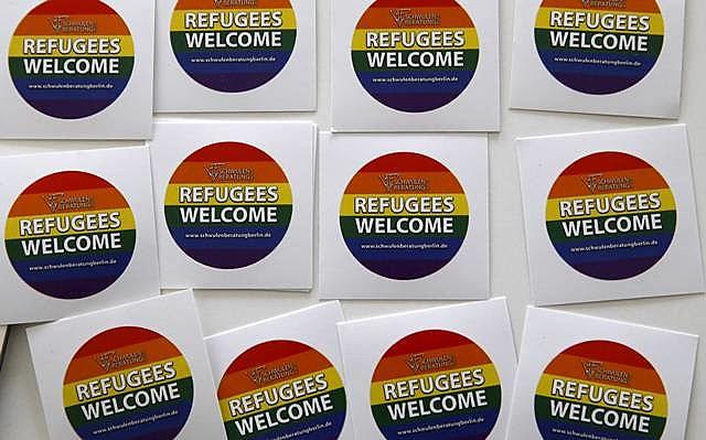 Adesivo de apoio à causa criado por um abrigo de refugiados LGBT em Berlim, na Alemanha
