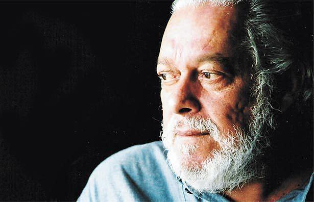 Paulo César Francisco Pinheiro é um compositor e poeta brasileiro