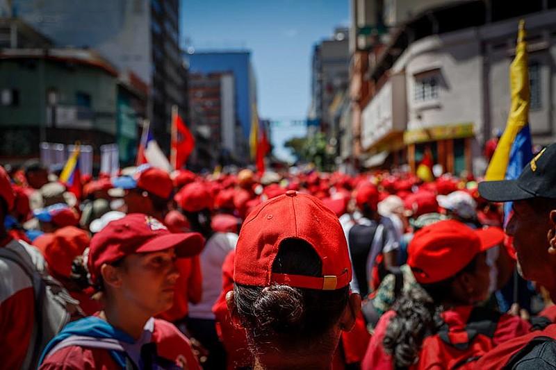 Em protestos semanais, chavistas e opositores fazem das ruas palco da política venezuelana
