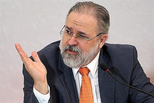 Augusto Aras tem perfil conservador e se alinha a Bolsonaro em várias qustões