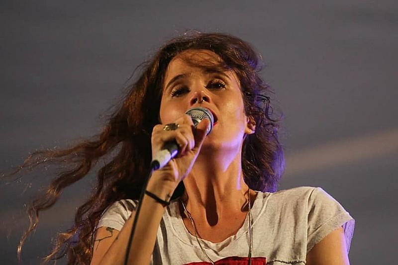 Ana Cañas, que esteve na Vigília Lula Livre no dia 08 de abril, volta para Curitiba para show durante a Jornada.