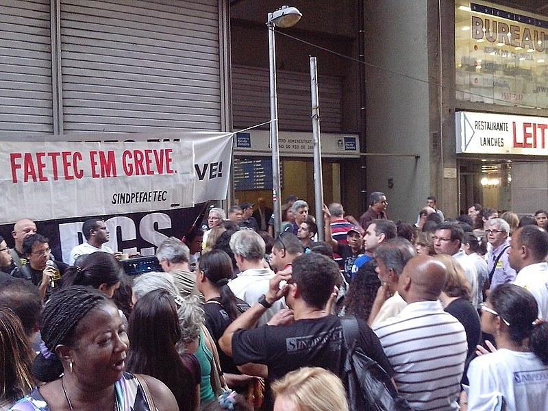 Funcionários já estão em greve por tempo indeterminado