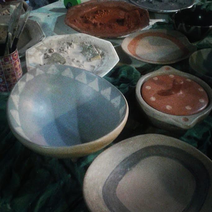 Produção da Cerâmica do Morro do Querosene, que além de panelas de barro confecciona copos, pratos e cuias