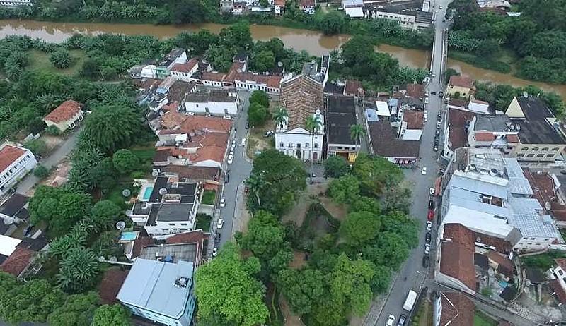 Moradores estão abrigados em casas de familiares na cidade de Rio Preto (MG), informa a Defesa Civil do município