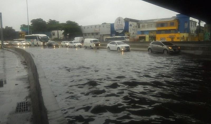 O temporal que atingiu oRio de Janeiro na noite da última segunda-feira (8) causou, até o momento, dez mortes