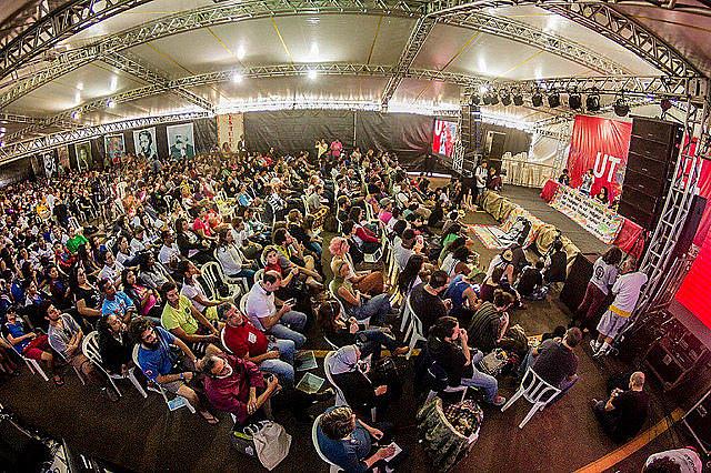 Público acompanha debate na tenda dos pensadores durante o último Festival da Utopia em 2016