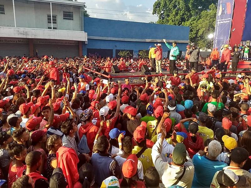 Candidato à reeleição, o presidente Nicolás Maduro realiza comício na cidade de Maracay, estado de Aragua