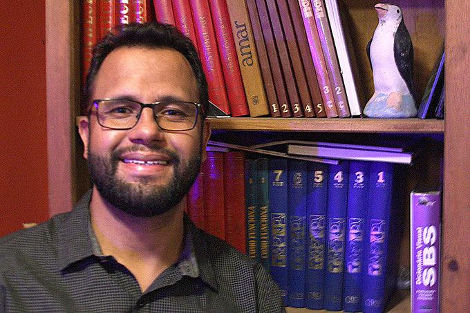 Além de pastor, Henrique é professor, cientista social, historiador, teólogo e ator