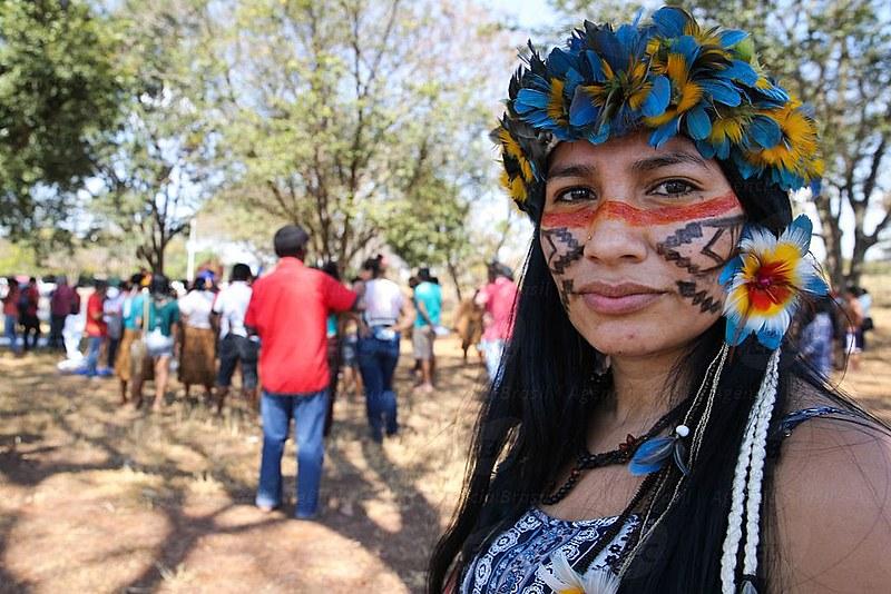 O Brasil tem hoje uma população de quase um milhão de indígenas
