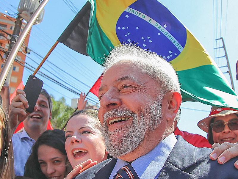 Lula é recebido por militantes para ato político em Curitiba, em 2017