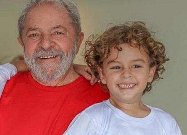 Lula com Arthur, que faleceu aos 7 anos devido a uma meningite meningocócica