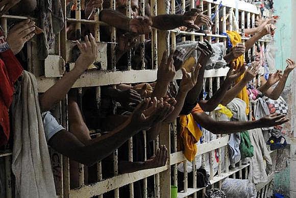 En 2014, según el Anuario Brasileño de Seguridad Pública, 607.731 personas estaban en la cárcel en Brasil