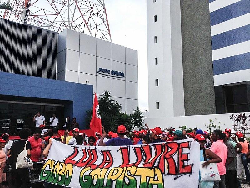 Ocupação em frente a rede Bahia, em Salvador