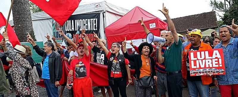 Vigília Lula Livre resiste há 172 dias em frente à sede da Polícia Federal, em Curitiba