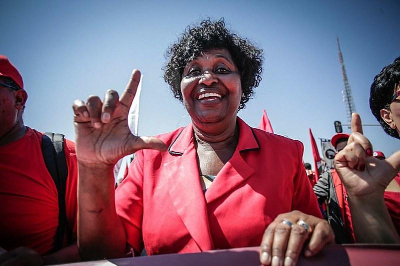 A deputada federal Benedita da Silva (PT/RJ) foi uma das parlamentares que participou da Marcha Nacional Lula Livre nesta terça (14)