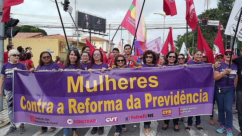"""""""A resistência vem sendo construída no sentido de preservar a previdência social de forma pública e gratuita"""""""