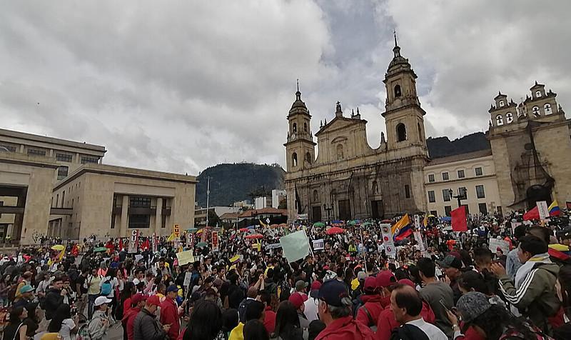 Nova greve marca o 13º dia de manifestações contra medidas anunciadas pelo presidente Iván Duque