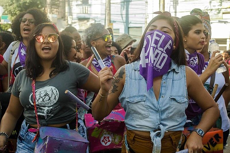 """""""Éramos felizes e sabíamos! #EleNão para o Brasil voltar a ser feliz de novo"""", gritavam as manifestantes no ato de Salvador (BA)"""