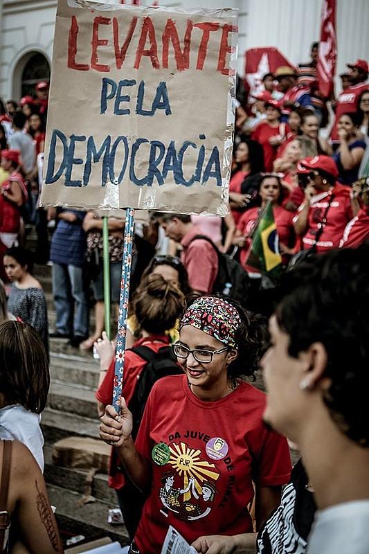 Defesa da democracia, de direitos e políticas públicas conquistadas tem sido a intenção comum das diversas formas de resistência ao golpe