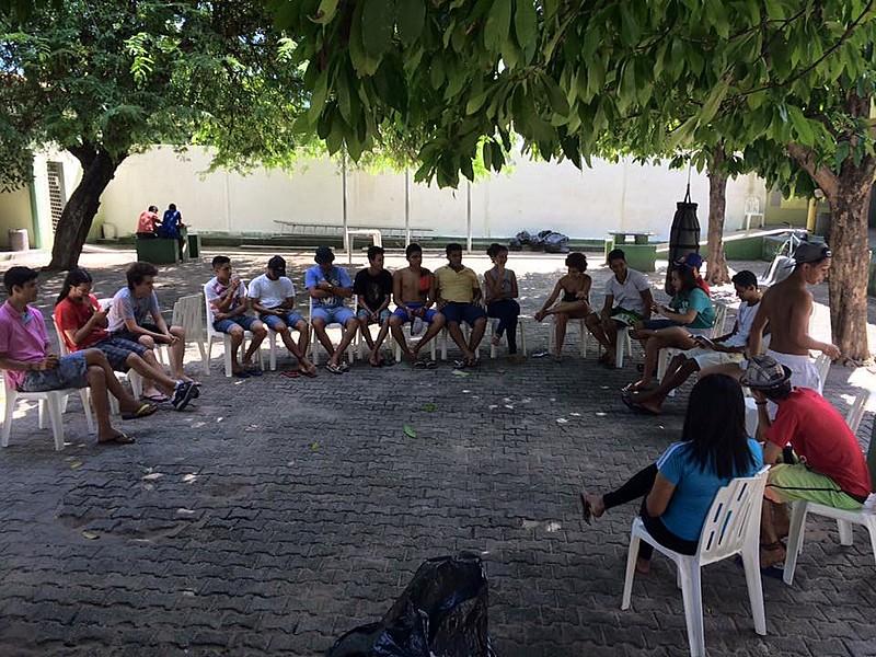 Estudantes participam de roda de conversa no Ceará