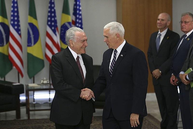 Vice-presidente dos EUA, Mike Pence, e Temer (MDB) durante encontro diplomático nessa terça (26), em Brasília