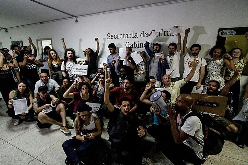Trabalhadores da cultura após ocupar a Secretaria