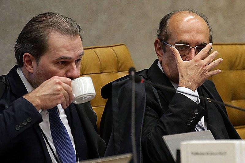 Ministros do STF, e Gilmar Mendes durante o início do julgamento do pedido de habeas corpus apresentado pela defesa de Lula - 22-03-18