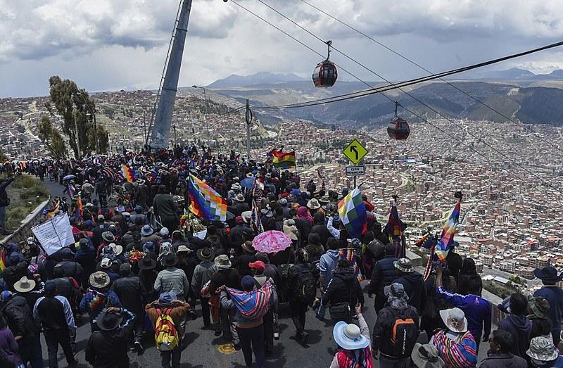 Protestos multitudinários contra o golpe continuam chegando a La Paz e repressão já causou pelo menos 30 mortes