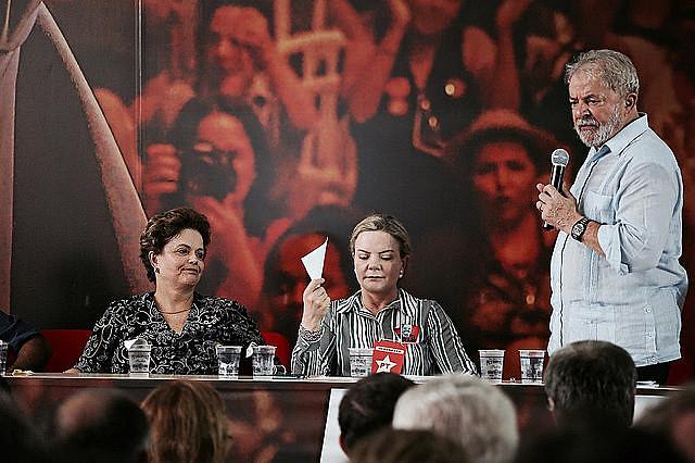 """Lula afirmó que su candidatura no depende apenas de él, pero que sólo tiene sentido si se pone """"al pueblo brasileño en movimiento"""""""