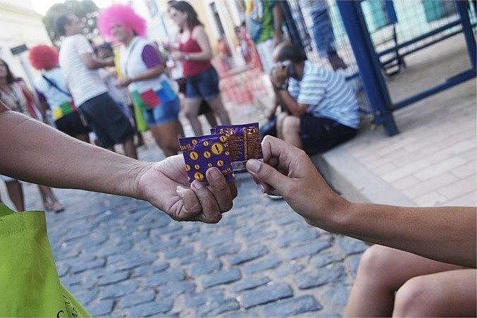 A previsão é que sejam distribuídos mais de duas mil camisinhas masculinas e femininas durante as atividades