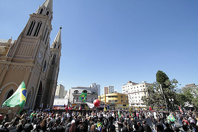 Em Curitiba, ao menos 30 mil pessoas participaram da mobilização do último dia 28