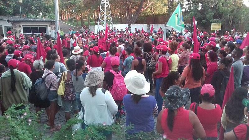 Mais de duas mil trabalhadoras sem terra protestaram contra a privatização da Chesf e a exploração comercial da água