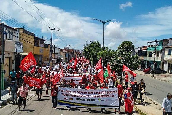 En Fortaleza, capital del estado de Ceará, sindicatos y movimientos sociales celebraron la fecha del primero de mayo en las afueras de la ciudad