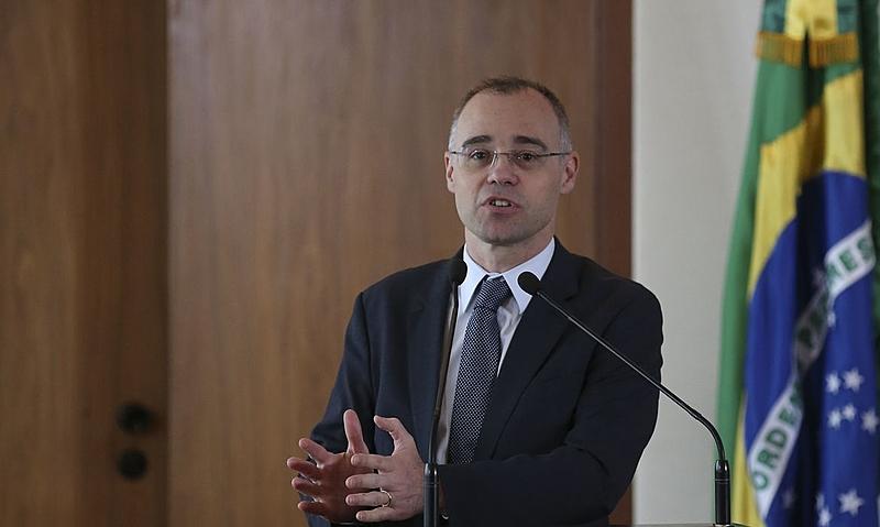 """Ministro da Justiça, André Mendonça, monitora servidores de segurança antifascistas e professores """"formadores de opinião"""""""
