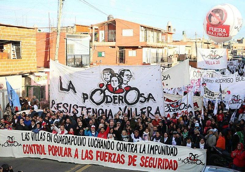 La Poderosa nasceu na Argentina em 2004 e já se estende por 96 bairros e favelas da América Latina