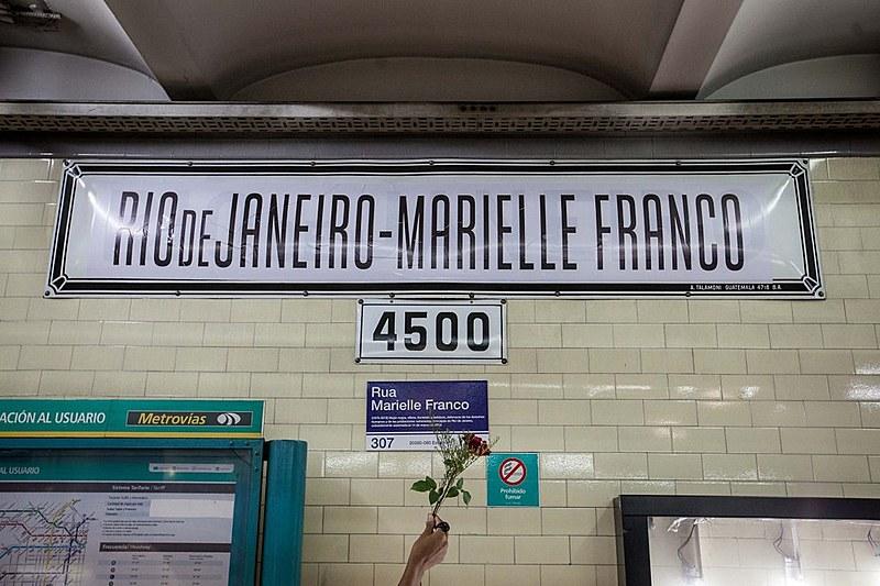 Na estação Rio de Janeiro do metrô de Buenos Aires, nome de Marielle Franco foi acrescentado em homenagem à vereadora