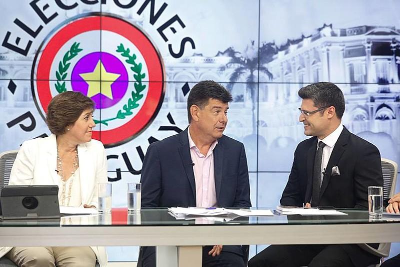 Efrain Alegre (ao centro) teve 42,7% dos votos contra 46,47 de Mário Abdo, do Partido Colorado