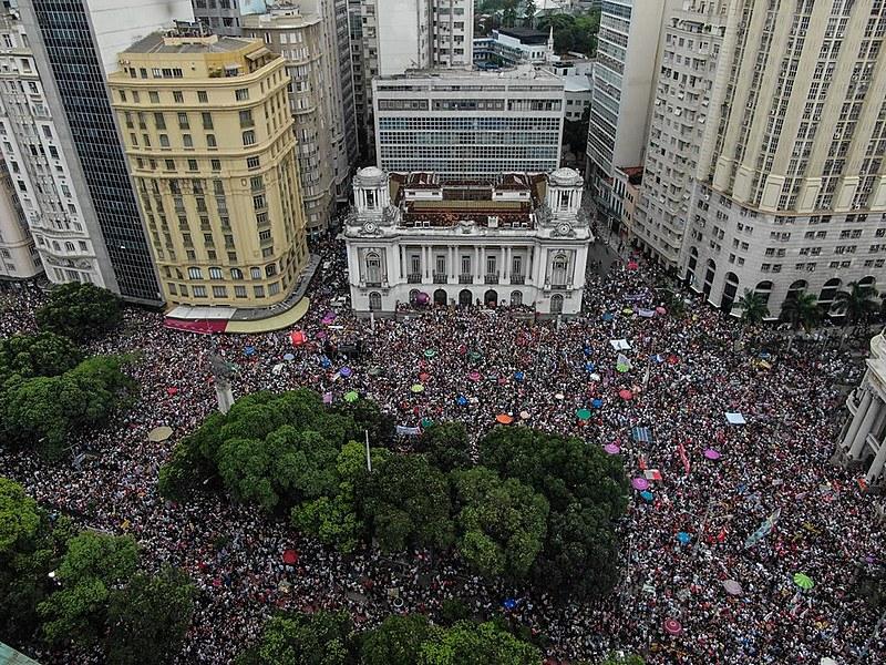 Ato teve início da Cinelândia, no Centro do Rio, e depois marchou até a Praça XV