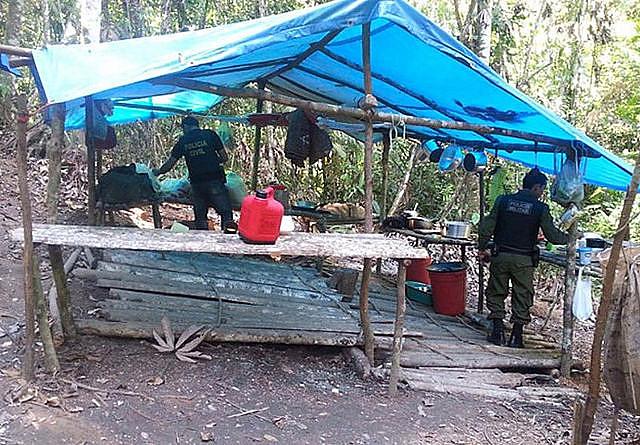 Rurópolis, estado de Pará, Brasil - Policías Civil y Militar rescatan personas en situación de trabajo esclavo