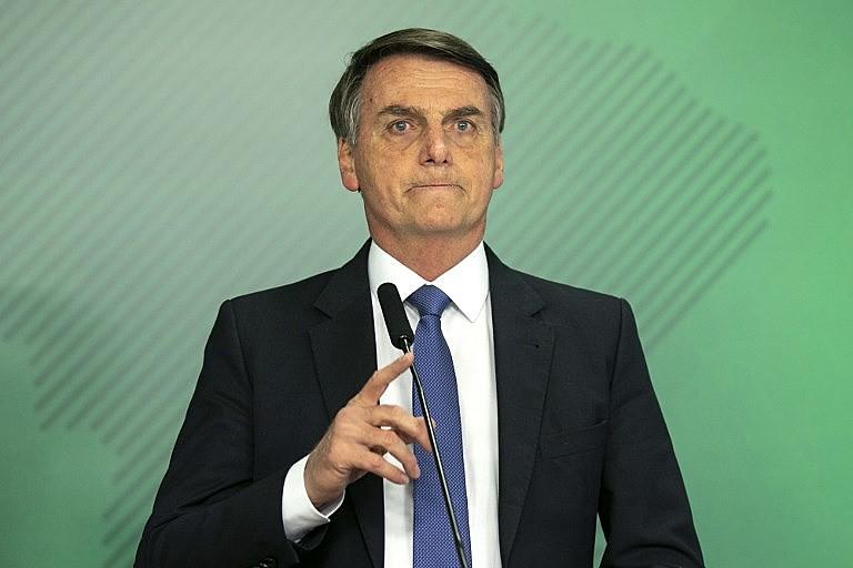 Reforma administrativa, decreto sobre posse de armas e investigação que envolve o filho de Bolsonaro desgastaram o governo no primeiro mês