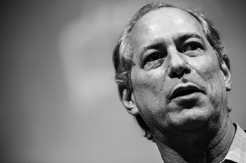 """""""Eu estou vendo o que vai acontecer com o Brasil, e não é uma agenda neoliberal. Anarquia e violência é o que vem por aí"""", disse Ciro"""