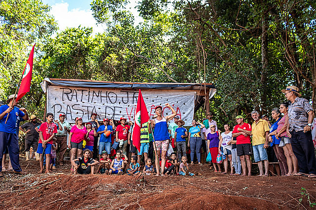 Paraná state government is threatening to evict more than 200 families, impacting the livelihoods of around 800 people