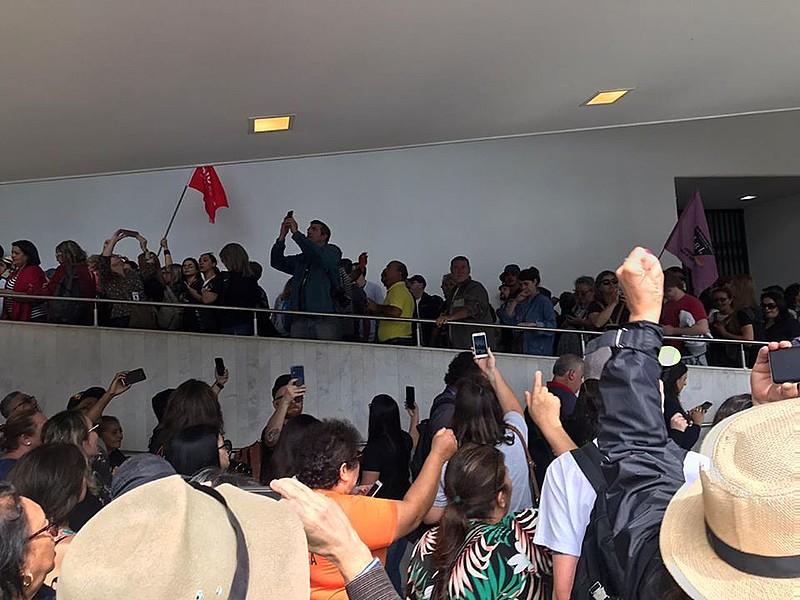 Servidores e professores/as no Paraná têm enfrentado os governos neoliberais